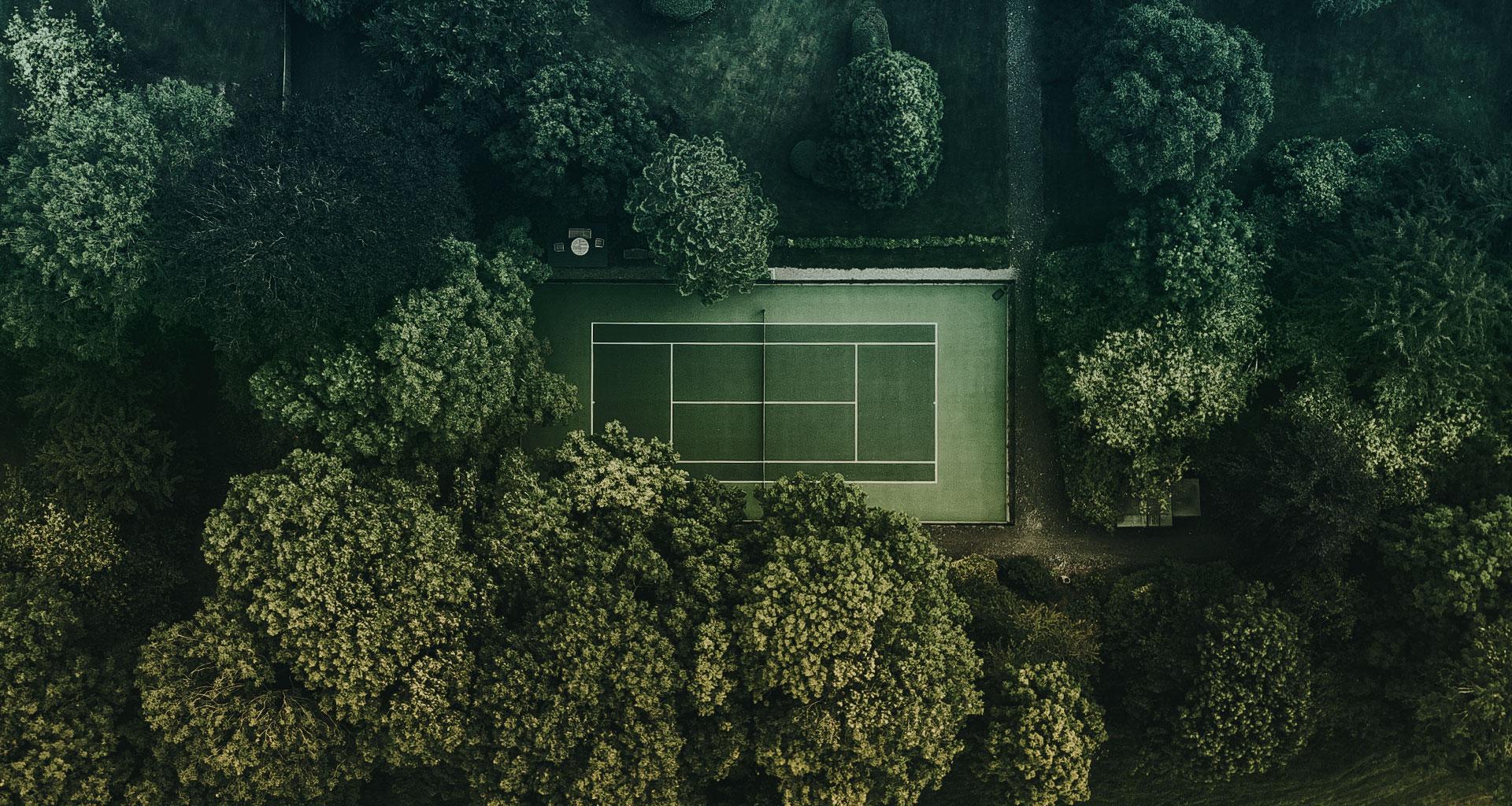 Sportmarketing Agentur Apollo18 Titelbild eines Tennisplatzes von oben